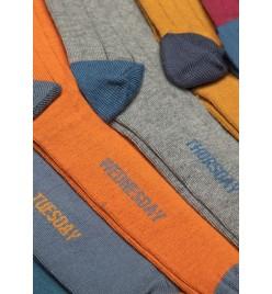 Caja con 7 calcetines de caña alta bicolor con los días de la semana CASUAL